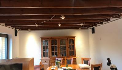 Alte-Decken-und-Holzbalken-verschwinden